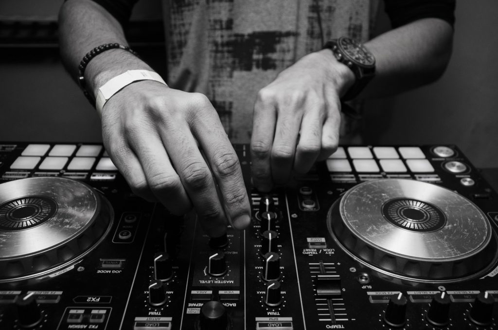DJ - Turntable